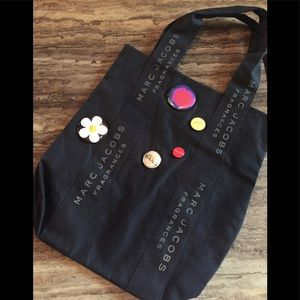 MARC JACOB BLACK TOTE W/REMOVABLE BUTTONS 18X16
